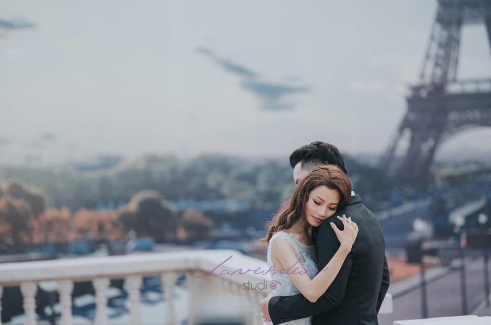 chup-hinh-cuoi-o-phim-truong-Paris
